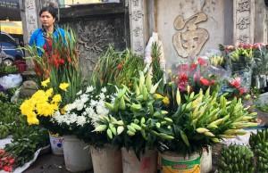 Rằm tháng Giêng: Giá hoa tươi, thực phẩm tươi sống tăng mạnh