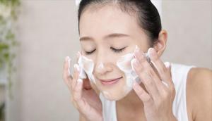 5 cách rửa mặt sai cách gây hại da, số 2 nhiều người mắc nhất