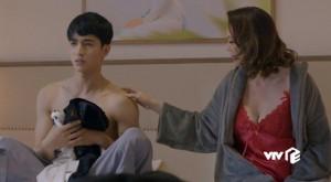 Bình An và nữ đại gia đóng cảnh 'nóng', đạo diễn 'quên' hô cắt