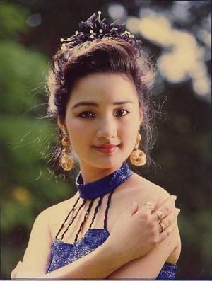 Cảnh làm mẹ đơn thân trong nhung lụa của Hoa hậu trẻ đẹp sau 30 năm không có người kế nhiệm