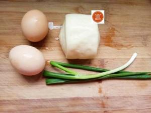 Chiên trứng với bánh bao, nào ngờ ăn xong lại đòi ăn nữa