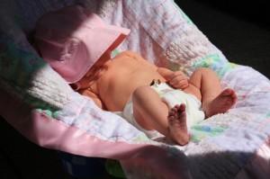 Cho trẻ dưới 1 tuổi phơi nắng, mẹ sớm rước nguy cơ ung thư cho con