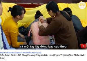 Clip bà Phạm Thị Yến chùa Ba Vàng dạy chữa đau lưng, cổ gáy bằng vỗ dầu hoả khiến bác sĩ 'cực kỳ ngạc nhiên'