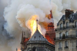 """Bí ẩn đoạn văn """"tiên đoán"""" vụ hỏa hoạn làm sập nhà thờ Đức Bà cách đây mấy trăm năm"""
