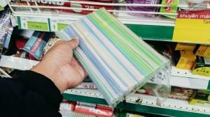 Nhà bán lẻ đầu tiên ở Việt Nam 'quét sạch' ống hút nhựa ra khỏi hệ thống