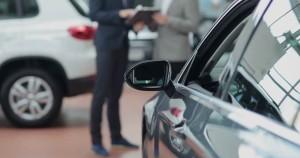 Bắt bài 4 chiêu móc túi quen thuộc của nhân viên bán ô tô