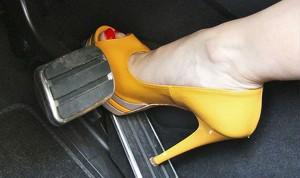 Bí quyết tránh đạp nhầm chân ga và kỹ năng lùi xe an toàn