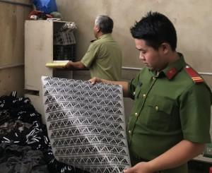 Hàng nghìn quần áo nhãn hiệu Adidas, Nike vi phạm quy định