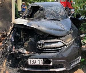 Honda CR-V nổ cháy xém nát phần đầu dưới trời nắng nóng: Lãnh đạo Honda Việt Nam nói gì