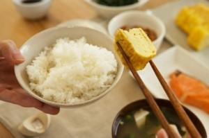 5 sai lầm chết người khi ăn cơm, rất nhiều người Việt mắc phải, đặc biệt là cái số 3