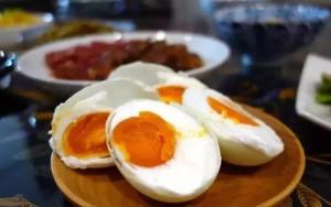 Bé 2 tuổi nôn ra máu vì ăn trứng để qua đêm, bác sĩ 'chỉ điểm' cách bảo quản thức ăn thừa
