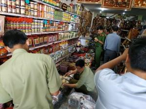 Chặn đứng 2 cửa hàng bán thuốc gia truyền tăng cường sinh lực giả