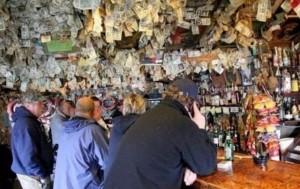 Quán bar hào phóng nhất thế giới, bên trong chẳng có gì ngoài tiền