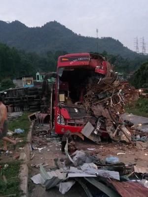 Tiết lộ bất ngờ về tốc độ xe khách trong vụ xe khách va chạm với xe tải làm 40 người thương vong ở Hòa Bình