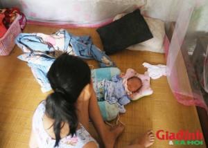 Bé gái lớp 8 bị bố hiếp dâm đến sinh con: