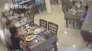 Bỏ lông chân vào đĩa thức ăn để được miễn phí hóa đơn nhà hàng