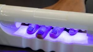 Đèn hong móng UV có thể khiến người dùng bị ung thư