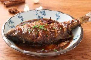 Đừng cho cá vào om trực tiếp, nên thêm bước này món ăn vừa không tanh vừa đều vị