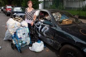 Là triệu phú sở hữu nghìn tỷ, người phụ nữ này vẫn nhặt ve chai mỗi ngày