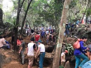 Làm rõ vụ tung tin đồn đào được đá quý tiền tỷ khiến người dân đổ xô lên núi tìm
