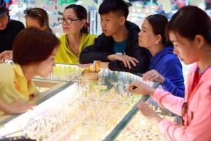 Vượt ngưỡng 40 triệu đồng/lượng, vàng vẫn được dự báo sẽ tiếp tục tăng