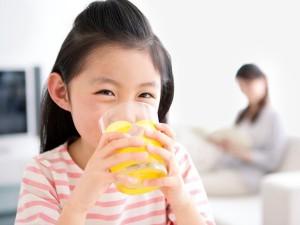 Cam rất bổ cho trẻ nhưng ăn kiểu này cực độc, mẹ nhớ bỏ ngay trước khi quá muộn