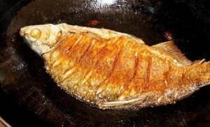 Dù rán cá gì, hãy thêm bước này, da cá vàng giòn không nát để kho cũng rất ngon