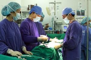 Giám đốc Bệnh viện Việt Đức chỉ ra khoản phí 'vô lý' bệnh nhân phải 'cõng' khi điều trị ở bệnh viện tư