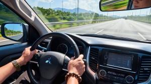 Lái ô tô đường dài dưới trời nắng nóng, tránh sốc nhiệt tài xế phải lưu ý điều gì?