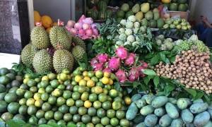 Thị trường rằm tháng 7: Trái cây, hoa quả đồng loạt tăng giá