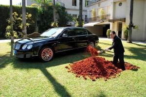 Tỷ phú chôn siêu xe Bentley hàng chục tỷ đồng: Thông điệp nhân văn làm hàng triệu người cảm động