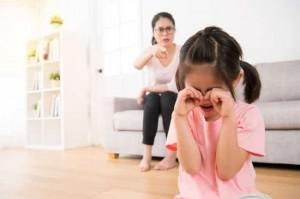 Những hành động của bố mẹ phá hỏng tuổi thơ của con