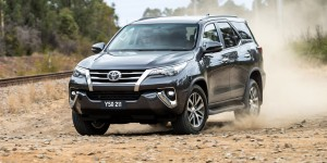 SUV Toyota 7 chỗ giảm giá mạnh lên tới 100 triệu đồng/chiếc tại Việt Nam