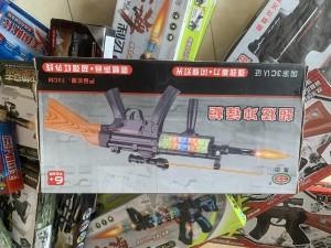Thu giữ súng bắn đạn nhựa và nhiều đồ chơi bán trái phép