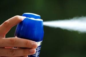 Thuốc xịt diệt côn trùng không mùi vẫn độc, dễ cháy tránh dùng sai cách