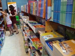 Xử lý nghiêm cán bộ, giáo viên ép học sinh mua sách tham khảo