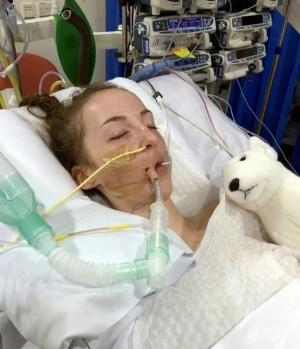Bé gái 14 tuổi thiệt mạng vì nấm ăn mòn họng,