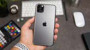 iPhone 11 giá giảm 'kịch sàn', nhiều cửa hàng ngừng kinh doanh
