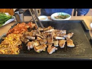 Thích ăn dưa muối, thịt hun khói, thịt nướng...rước ung thư dạ dày
