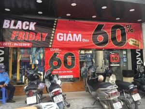 Chỉ có ở Việt Nam, hàng bánh vỉa hè tưng bừng Black Friday