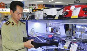 """Ngăn chặn hàng Trung Quốc đội lốt hàng Việt: Chú ý doanh nghiệp trong """"danh sách đen"""""""