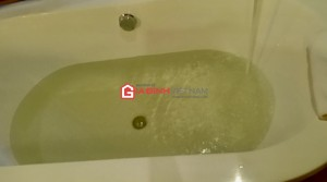 Khách hàng tố Khu nghỉ dưỡng Melia Ba Vì sử dụng nước bẩn, mùi tanh