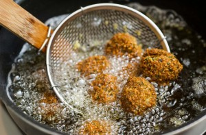 5 thói quen nguy hiểm khi nấu ăn rất nhiều người mắc phải, hãy thay đổi kẻo cả gia đình đổ bệnh