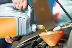 Tuyệt đối không nên dùng dầu nhớt ô tô cho xe máy