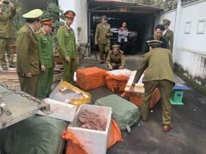 Vận chuyển lậu lòng lợn, chân giò bị chặn đứng tại Bắc Giang
