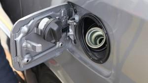 Dấu hiệu cảnh báo bình xăng ô tô bị nhiễm nước không nên bỏ qua