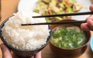 Sai lầm trong bữa cơm gây hại sức khỏe nhiều người Việt đang mắc