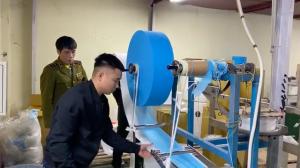 Kinh hoàng cận cảnh sản xuất khẩu trang kháng khuẩn làm từ giấy vệ sinh