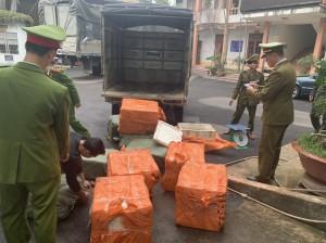 Chặn đứng vận chuyển 1.500 kg lòng lợn không có Giấy chứng nhận kiểm dịch