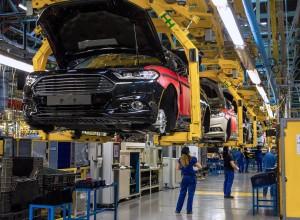 Hãng ô tô đầu tiên ở Việt Nam thông báo tạm dừng sản xuất vì dịch Covid-19